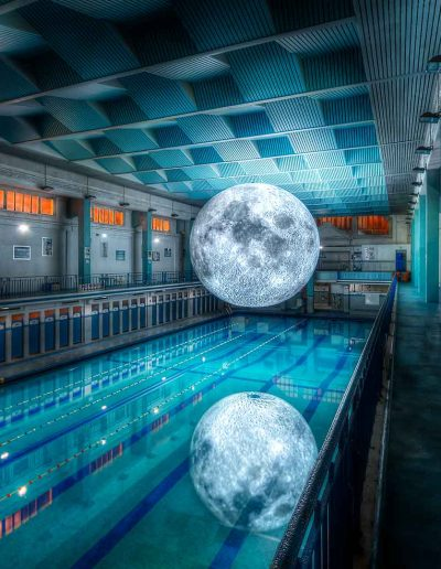 La Lune de Luke Jerram Piscine Saint Georges